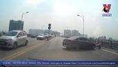 Xử phạt tài xế quay đầu ô tô trên cầu Vĩnh Tuy