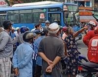 Sẽ sa thải tài xế xe buýt đâm nam thanh niên grabike trên đường