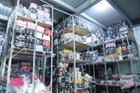 Phát hiện hơn 6 000 túi xách không rõ nguồn gốc