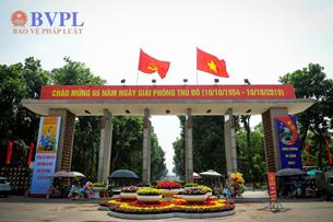 Phố phường Hà Nội rực rỡ cờ hoa Kỷ niệm 65 năm Ngày giải phóng Thủ đô