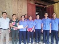 Chi bộ VKSND huyện Kỳ Sơn Giúp đỡ người dân có hoàn cảnh khó khăn