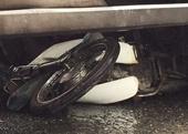 Cụ bà bị cuốn vào gầm xe tải, tử vong tại chỗ