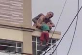 Cha ruột nghi ngáo đá gây thương tích nghiêm trọng cho con