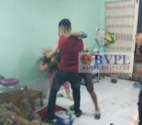 Nhóm thanh niên lao vào đánh vợ chồng chủ quán dê gây náo loạn cả khu chợ