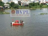 Người đàn ông bỏ lại xe máy, nhảy sông Sài Gòn tự tử