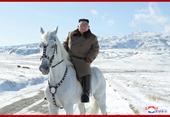 Ông Kim cưỡi bạch mã lên đỉnh Núi Paekdu phản đối Mỹ