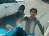 Truy tìm đôi nam nữ cầm kiếm chặn đầu xe tải, đập phá cửa kính xe