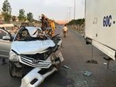 Ô tô 7 chỗ nát bét sau cú tông đuôi xe tải, 1 người chết tại chỗ