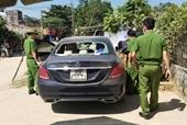 Phát hiện Mercedes bị đập phá, trên xe có vết máu bỏ lại bí ẩn ven đường