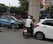 Xe ô tô con đâm loạt xe máy, 3 người nhập viện