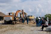 Cưỡng chế công trình xây dựng trái phép, lấn chiếm sông Tắc