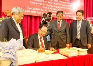 Ra mắt cuốn sách về xây dựng và phát triển thành phố thông minh của Thượng tướng Nguyễn Văn Thành