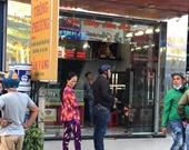 Hai thanh niên nghi cầm súng xông vào cướp tiệm vàng