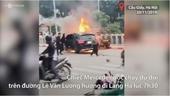 Mercedes cháy rực sau cú đâm liên hoàn