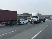 Tai nạn liên tiếp, giao thông ùn tắc ở cửa ngõ phía Đông TP Hồ Chí Minh