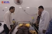 Thăm hỏi các bệnh nhân trong vụ xe chở các nhà sư gặp nạn ở Quảng Ngãi