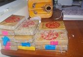 NÓNG Người dân nhặt được 25 bánh heroin ngoài bờ biển