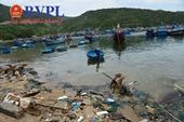 """Rác thải đang """"đầu độc"""" du lịch biển tại Ninh Thuận"""