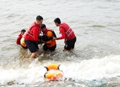 Tắm biển Phan Thiết khi sóng lớn, du khách Thụy Điển đuối nước tử vong