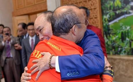 Hình ảnh xúc động Thủ tướng gặp mặt và chúc mừng ĐT U22 và ĐT nữ Việt Nam