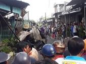 Lửa cháy thiêu rụi 12 căn nhà liền kề, bé gái 14 tuổi tử vong