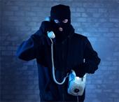 Bị người lạ gọi điện doạ, 2 phụ nữ cả tin mất hơn 5,5 tỷ đồng
