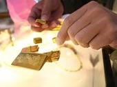 Nữ quái đánh tráo vàng giả lấy vàng thật