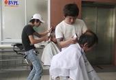 Xúc động tiệm cắt tóc miễn phí ở bệnh viện Đà Nẵng