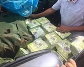NÓNG Truy bắt 2 đối tượng vận chuyển 9 bao tải nghi ma túy đá