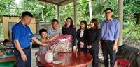 Chi đoàn VKSND huyện Tuyên Hóa với chương trình Đông ấm cho em