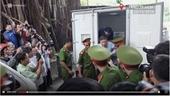 Bị can Nguyễn Hữu Tín ra tòa