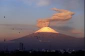 Video núi lửa Mexico Popocatépetl phun trào ngoạn mục vào thời khắc bình minh