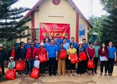 VKSND tỉnh Đắk Lắk tặng quà Tết người dân có hoàn cảnh khó khăn