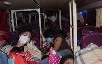 Xe khách 46 chỗ nhồi nhét chở lên tới 76 người