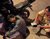 Nhậu say ngủ lề đường, thanh niên suýt mất 40 triệu đồng