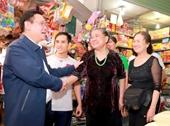Phó Thủ tướng Vương Đình Huệ đi chợ Xuân ngày 30 Tết