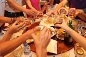 Gần 240 trường hợp ngộ độc rượu bia phải đi cấp cứu