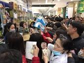 Trăm người chen lấn mua khẩu trang phòng dịch bệnh do virus corona