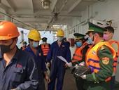 Quảng Bình kiểm tra sức khỏe thuyền viên tàu hàng Trung Quốc nhập cảng