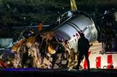 Máy bay chở 177 người bốc cháy, gãy làm 3 sau cú hạ cánh thô bạo