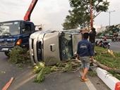Ô tô gây tai nạn rồi lật ngửa trên đường Phạm Văn Đồng, nhiều người bị thương