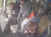 Đề nghị đình chỉ công tác tài xế xe buýt cầm hung khí tung chưởng khách