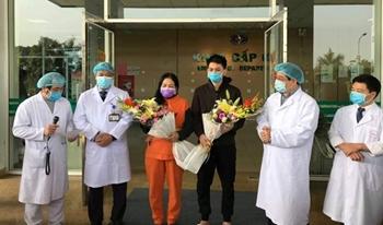 Hai bệnh nhân cuối cùng dương tính với COVID-19 tại Bệnh viện Bệnh nhiệt đới Trung ương ra viện