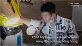 CSGT dùng bong bóng đo nồng độ cồn