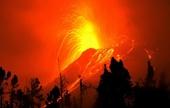 """Núi lửa """"Cổng địa ngục"""" phun trào suốt 20 năm ở Ecuador có nguy cơ sụp đổ"""