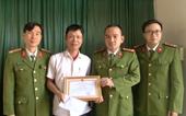 Khen thưởng người đàn ông cứu 2 mẹ con nhảy sông tự tử