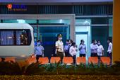 Đoàn khách Hàn Quốc được đưa về nước theo nguyện vọng lúc nửa đêm