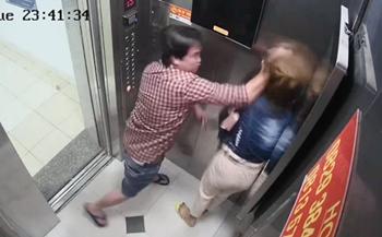 Phẫn nộ người đàn ông đánh đập dã man cô gái trong thang máy