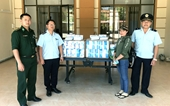 Bắt đối tượng mua gom 6,3 triệu khẩu trang mang sang Lào bán kiếm lời