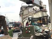 Cú tông kinh hoàng giữa xe tải và container, 3 người chết